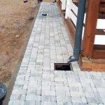 Мощение тротуарной плиткой территории частного дома в п. Синявино фото 4