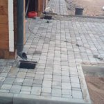 Мощение тротуарной плиткой территории частного дома в п. Синявино фото 8