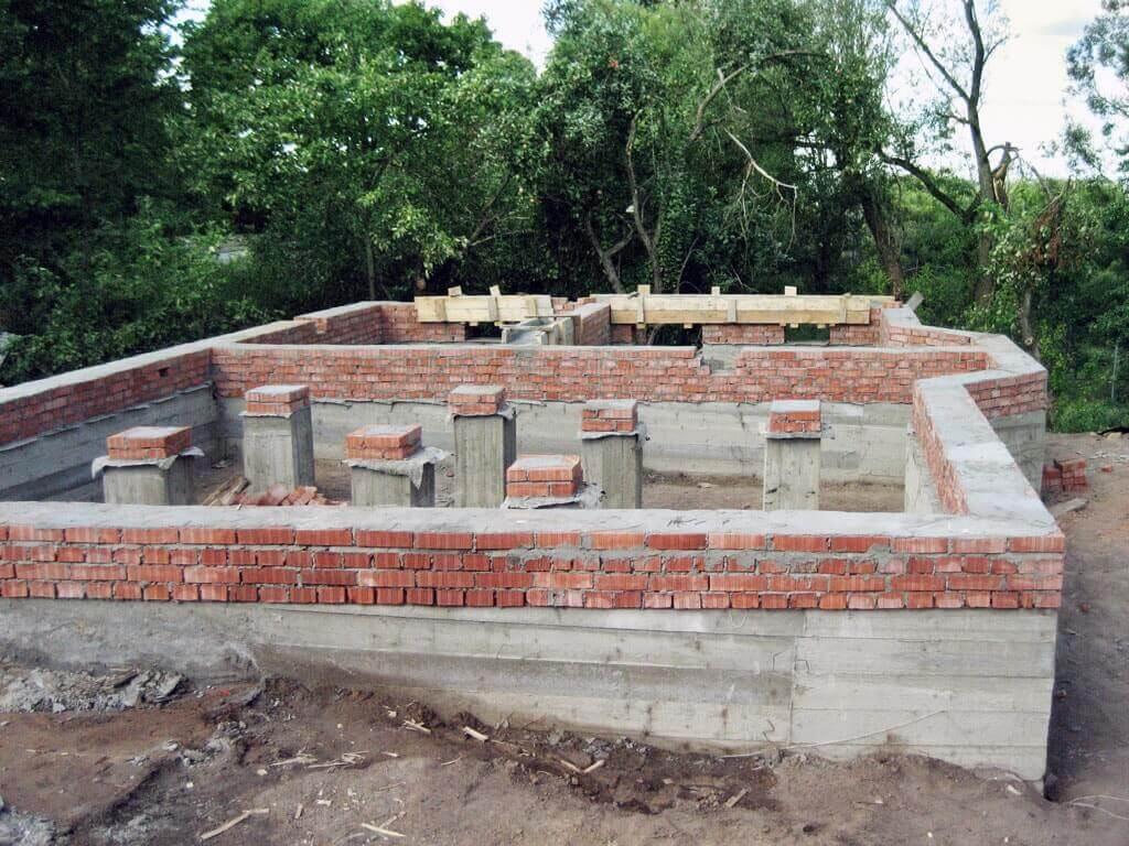 ленточный фундамент для кирпичного дома фото