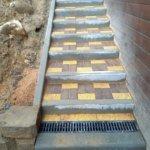 укладка тротуарной плитки на лестнице фото 2