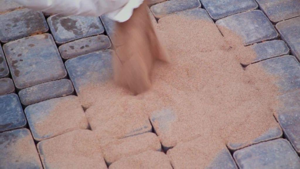 засыпка песком швов фото